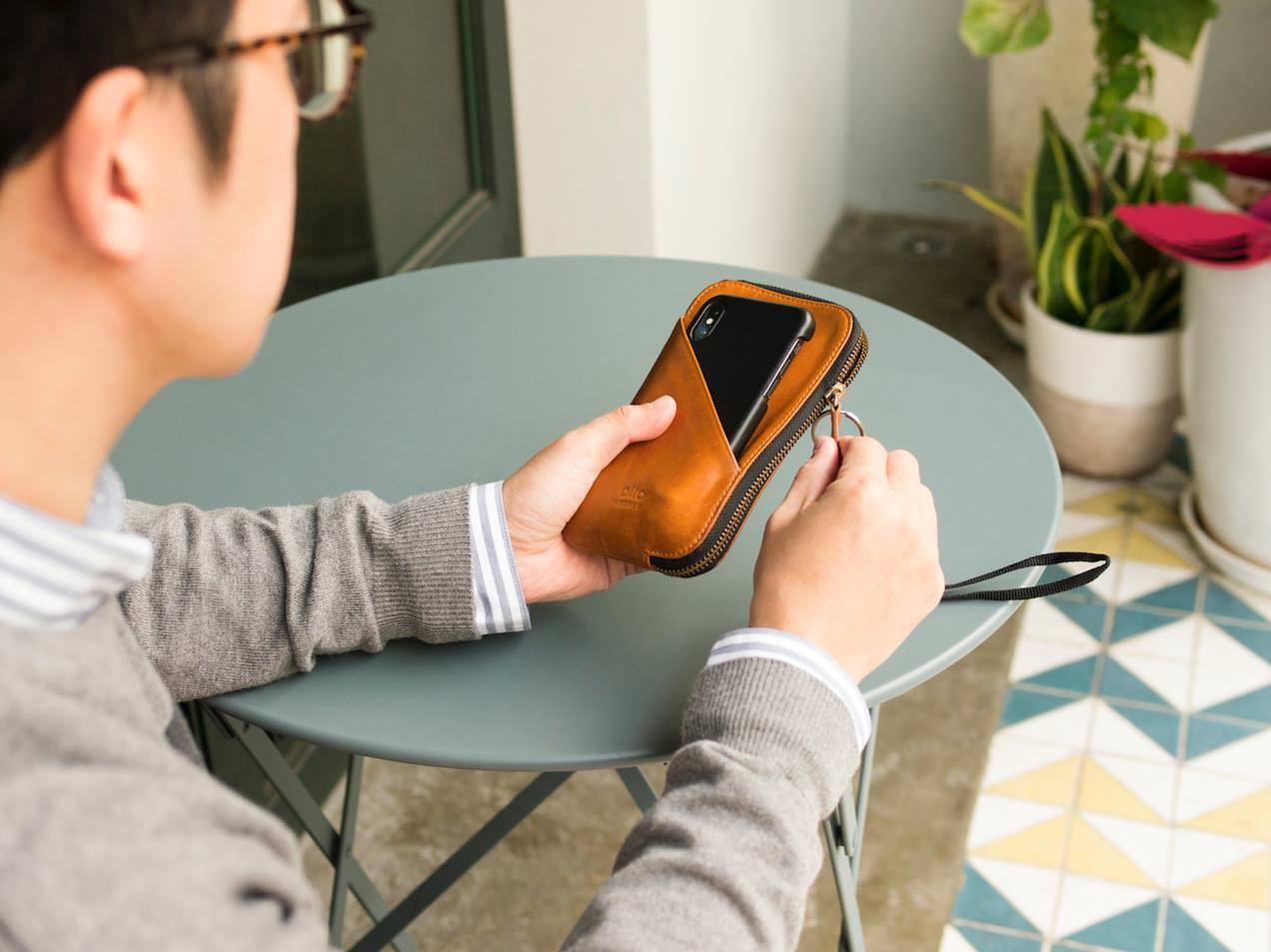 LIFE WITH ALTO'S TRAVEL PHONE WALLET